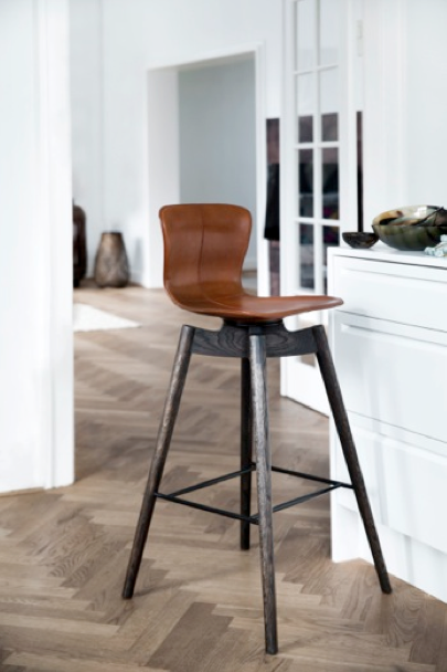 Maters nye barstol i saddellæder