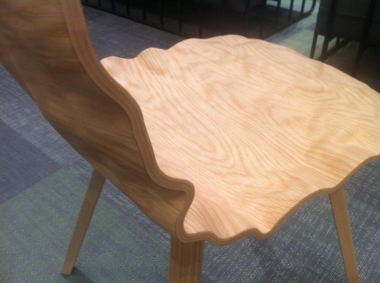 Blå stations, Dent chair, bryder nye grænser for traditionelt stole design. Og ja man sidder godt !