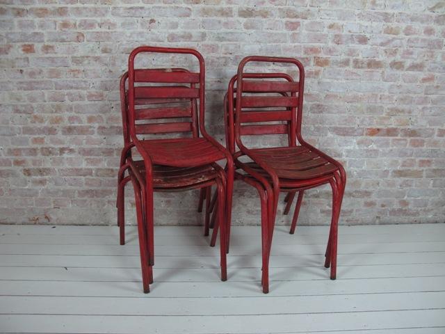 Vi kan fra tid til anden tilbyde franske cafe stole, som disse fra Le Havre. Røde, 4 stk. Sæles samlet pr. stk. 695,- kr. excl. moms.