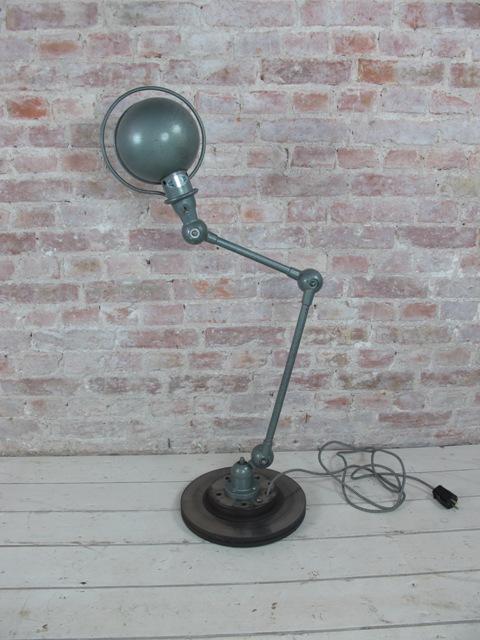 Jielde lamper fra franske loppemarkeder kan vi også godt hjælpe dig med. Send en mail så sender vi en liste over hvad der er på lageret i Holland. Pris fra 2850,- kr. excl. moms.