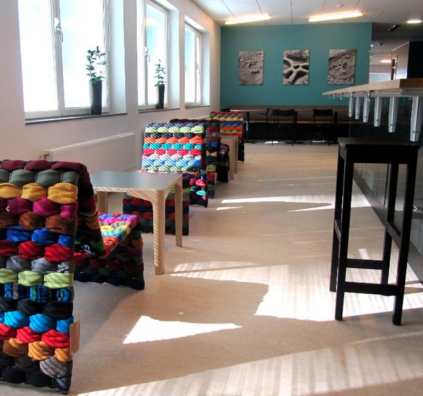 Tøjstolen_projektmøbler til skoler. Vi løser typisk opgaver i Københavns og Gentofte Kommune.